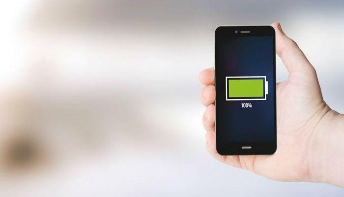 ¿Un fondo de pantalla negro ayuda a ahorrar batería?