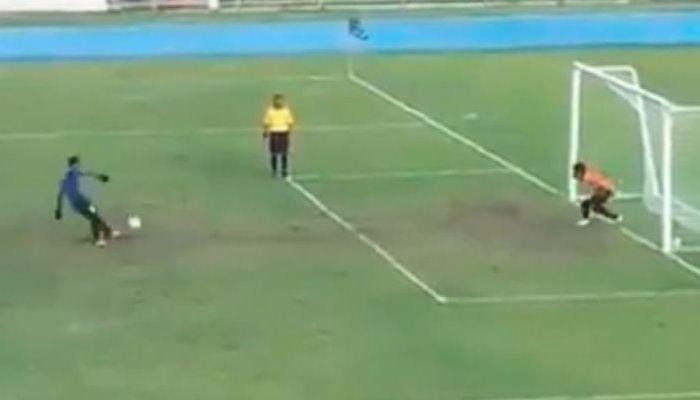 Penalti de fútbol se hace viral