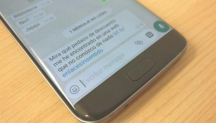 Cambiar los colores de WhatsApp es una estafa