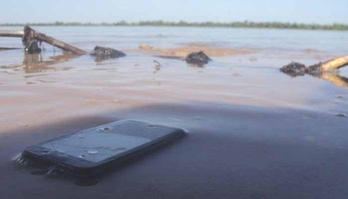 Los líquidos más peligrosos en los que puedes sumergir tu móvil